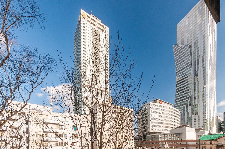 Zdjęcie wnętrza - widok z balkonu na wieżowce w Warszawie