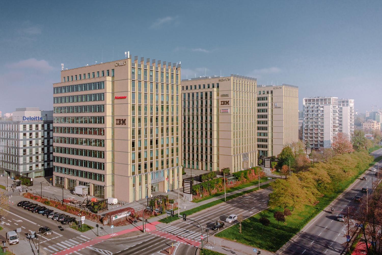 Zdjęcie z drona - budynki biurowe w mieście