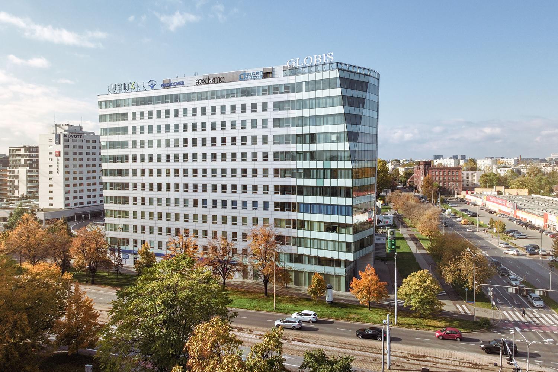 Zdjęcie z drona - budynek biurowy w mieście